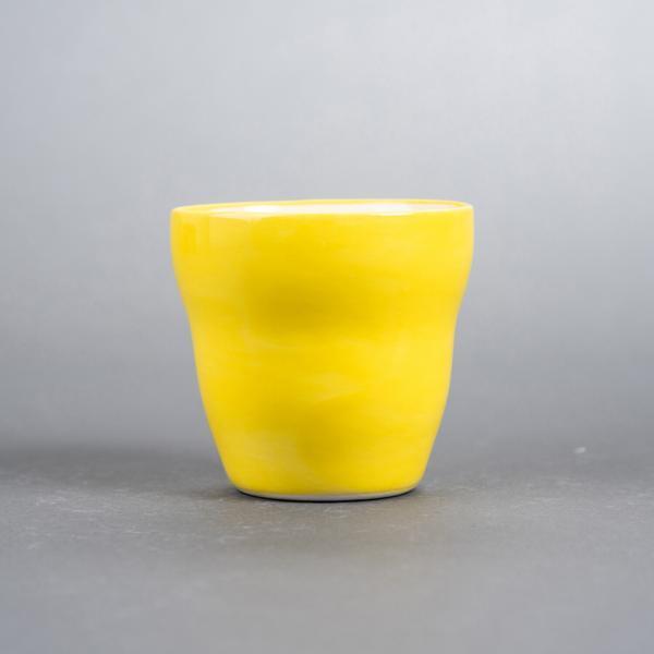 Kopp uten hank gul