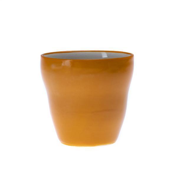 Oransje liten kopp uten hank
