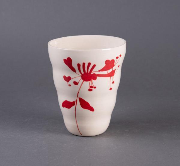 Rød vase med håndmalt blomst